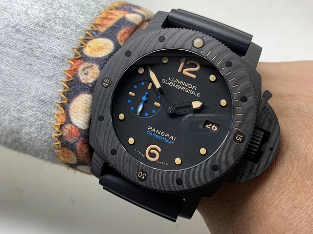 VS Factory V2 Edition Replica Panerai PAM 616 Luminor Submersible Forged Carbon Watch with Super Clone P.9000