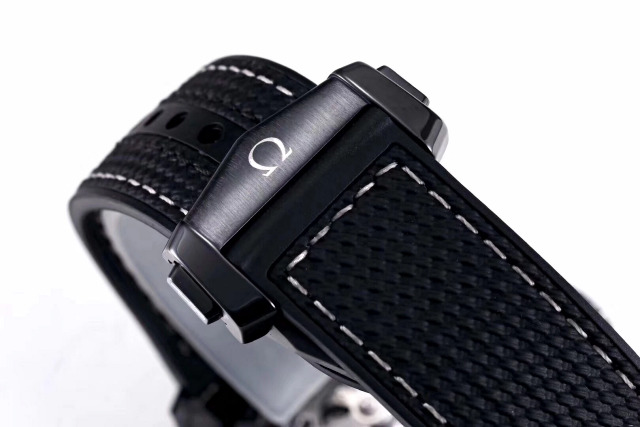 Replica Omega Deep Black Ceramic Clasp