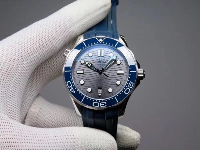 New V2 Edition of Replica Omega Seamaster Diver 300m with Rubber Strap